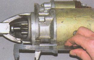 измерение расстояния от торца шестерни привода до привалочной плоскости стартера