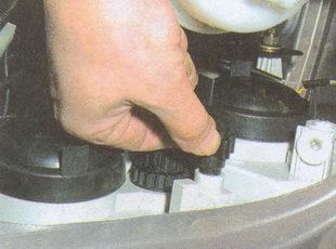 регулировочный винт для регулировки света фар на автомобиле ГАЗ 31105