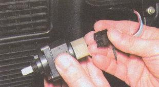 разъем проводов регулятора электрокорректора фар
