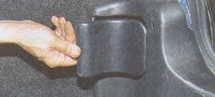 крышка лючка задней обивки багажника