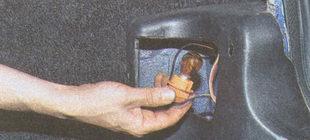 патрон с неисправной лампой (показано на лампе указателя поворота)