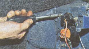 гайки крепления заднего фонаря ГАЗ 31105