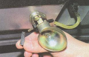 наконечник провода подкапотной лампы