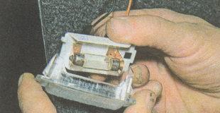 рассеиватель лампы плафона освещения вещевого ящика