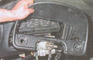 облицовку комбинации приборов ГАЗ 31105