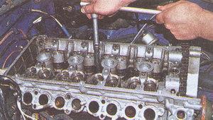 крепления головки блока цилиндров двигателя ЗМЗ 406