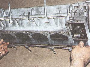 головка блока цилиндров двигатель ЗМЗ 406 на автомобиле Волга ГАЗ 31105
