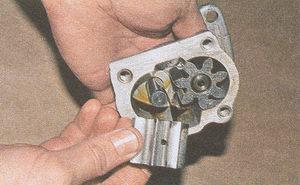 ведомая шестерня масляного насоса двигателя ЗМЗ 406