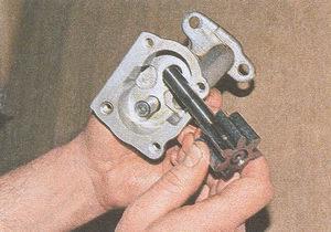 ведущая шестерня масляного насоса двигателя ЗМЗ 406
