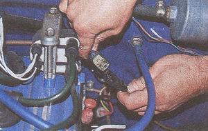 колодка жгута проводов системы управления двигателем и датчика положения распредвала