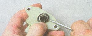 проверка и замена датчика положения дроссельной заслонки двигатель ЗМЗ 406 на автомобиле Волга ГАЗ 31105