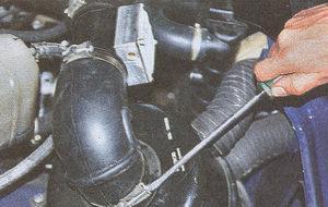 крепление воздухоподводящего шланга