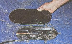крышка люка багажника бензобака