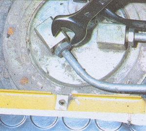 штуцер трубки топливопровода