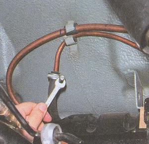 хомут шланга топливопровода слива топлива в бензобак