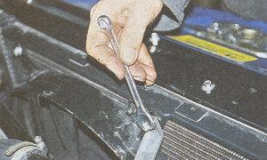 крепление кожуха вентилятора системы охлаждения к радиатору