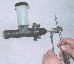 главный цилиндр сцепления Волга ГАЗ 31105