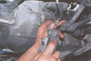 снятие рабочего цилиндра сцепления ГАЗ 31105