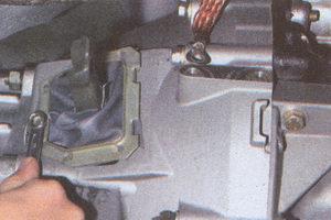 крепление рамки чехла вилки сцепления газ 31105