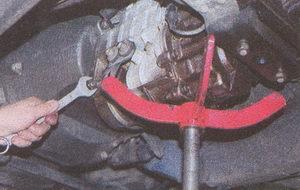 крепление коробки передач к картеру сцепления ГАЗ 31105