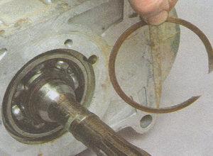 стопорное кольцо подшипника первичного вала коробки передач ГАЗ 3105