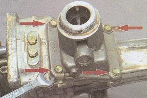 крепление корпуса рычага переключения передач