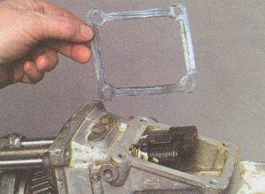 уплотнительная прокладка корпуса рычага переключения передач