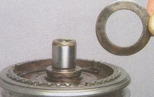пружинное кольцо вторичного вала кпп