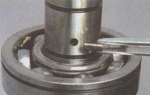 стопорный штифт ведущей шестерни привода датчика скорости