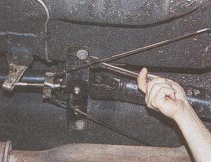 поперечина промежуточной опоры карданного вала автомобиля Волга ГАЗ 31105