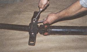 крепление поперечины карданного вала автомобиля Волга ГАЗ 31105