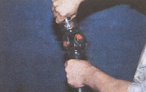 проверка шарнира карданного вала автомобиля Волга ГАЗ 31105