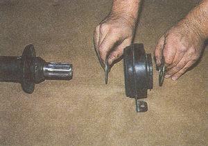 защитное кольцо промежуточной опоры карданного вала автомобиля Волга ГАЗ 31105