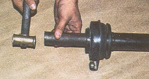 напрессовка промежуточной опоры на шлицы переднего карданного вала автомобиля Волга ГАЗ 31105