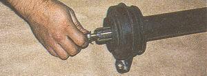болт наконечника переднего карданного вала автомобиля Волга ГАЗ 31105