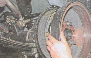 выдергиваем полуось ГАЗ 31105