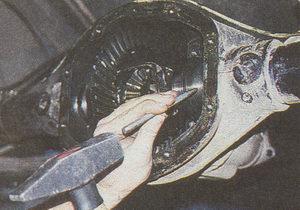 помечаем регулировочные гайки подшипников дифференциала заднего моста ГАЗ 31105