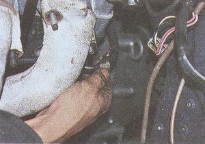 крепление трубки системы охлаждения ГАЗ 31105