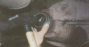 запрессовка наружного кольца переднего подшипника в картер заднего моста ГАЗ 31105