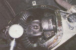 измерение бокового зазора в зацеплении шестерен главной передачи ГАЗ 31105