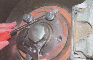 защитный колпак колесной ступицы автомобиля Волга ГАЗ 31105