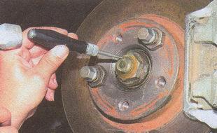 гайка ступицы переднего колеса Волга ГАЗ 31105