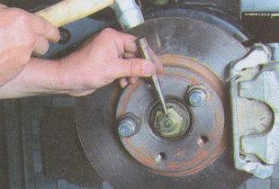 стопорим гайку ступицы ГАЗ 31105