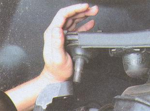 верхний рычаг с палецем шаровой опоры ГАЗ 31105