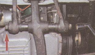 крепление частей нижнего рычага к балке передней подвески автомобиля Волга ГАЗ 31105