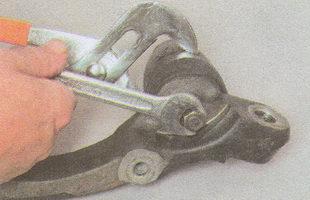 крепление буфера хода сжатия автомобиля ГАЗ 31105 ГАЗ 31105