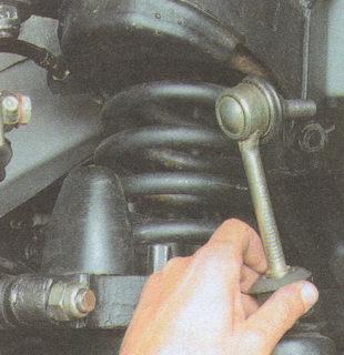 снятие стойки стабилизатора поперечной устойчивости Волга ГАЗ 31105