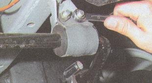 крепление штанги стабилизатора поперечной устойчивости к кузова автомобиля Волга ГАЗ 31105