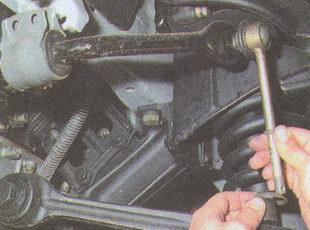 снятие стойки стабилизатора поперечной устойчивости ГАЗ 31105
