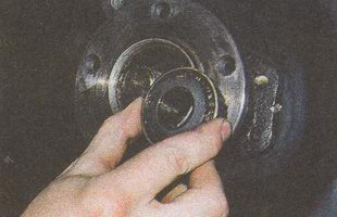 внутреннее кольцо наружного подшипника с роликами и сепаратором ступицы автомобиля ГАЗ 31105